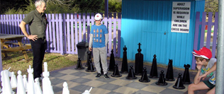 The people Magnet - Jumbo chess